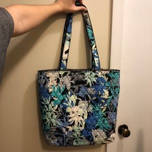 Cute Vera Bradley medium tote